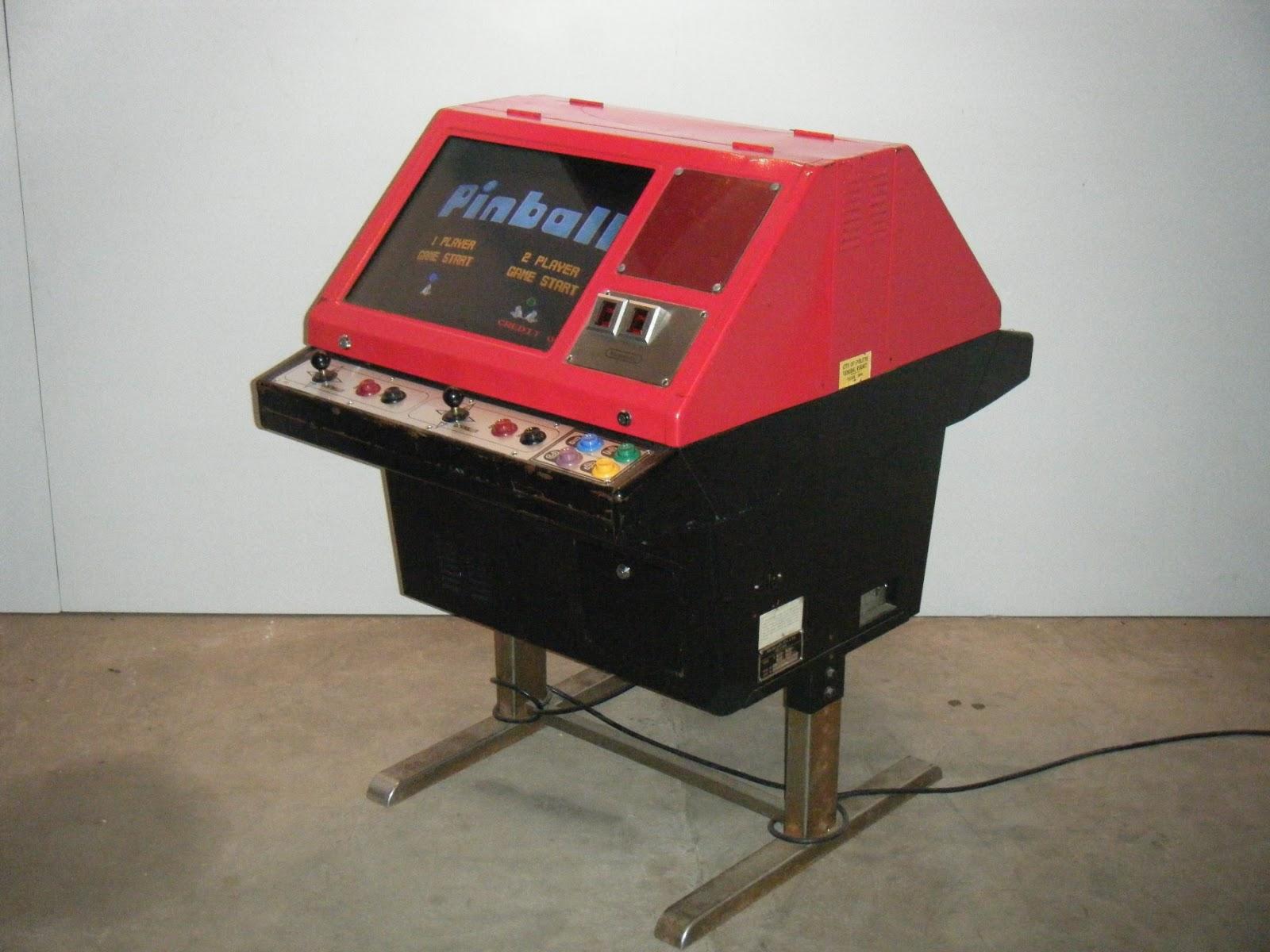 L'histoire de la Nes dans le monde 1/2 , Par Retrotechnologie VS_Pinball_SitDown